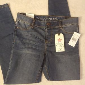 NWT Vanilla Star Mid Rise Pull On Jeggings